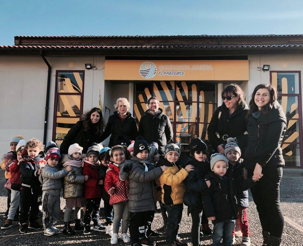 i bambini dell'isolachenonc'era in visita al mercato di campagna amica cosenza